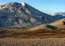 沙漠雪山图片