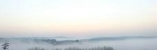 小村晨雾图片