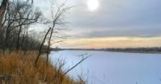 平静的湖图片