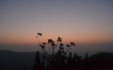 山顶黄昏图片