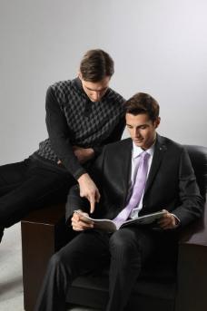 工作中的商务男人图片