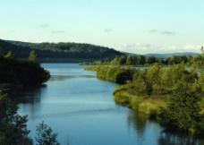 夏天湖泊图片