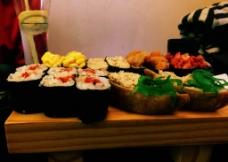 美味寿司拼盘图片