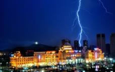 雨夜的闪电图片