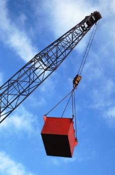 起重机吊铁箱图片